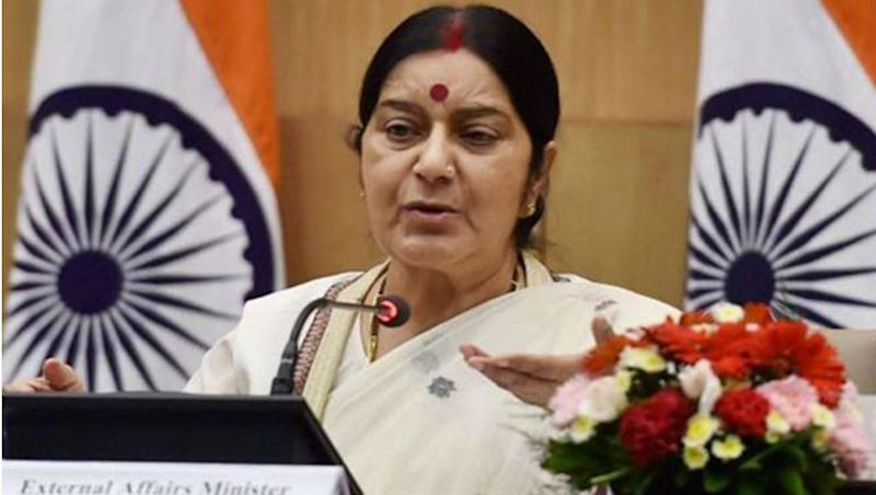 Sushma Swaraj Hits Back at Troll For Insensitive Tweet About Her and Sheila Dikshit, Senior BJP Leader Sets Example by Her Reply