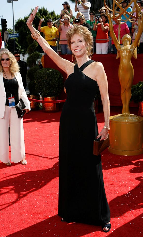 File Photo: Actress Mary Tyler Moore arrives at the 60th annual Primetime Emmy Awards in Los Angeles September 21, 2008.     REUTERS/Mario Anzuoni/File Photo