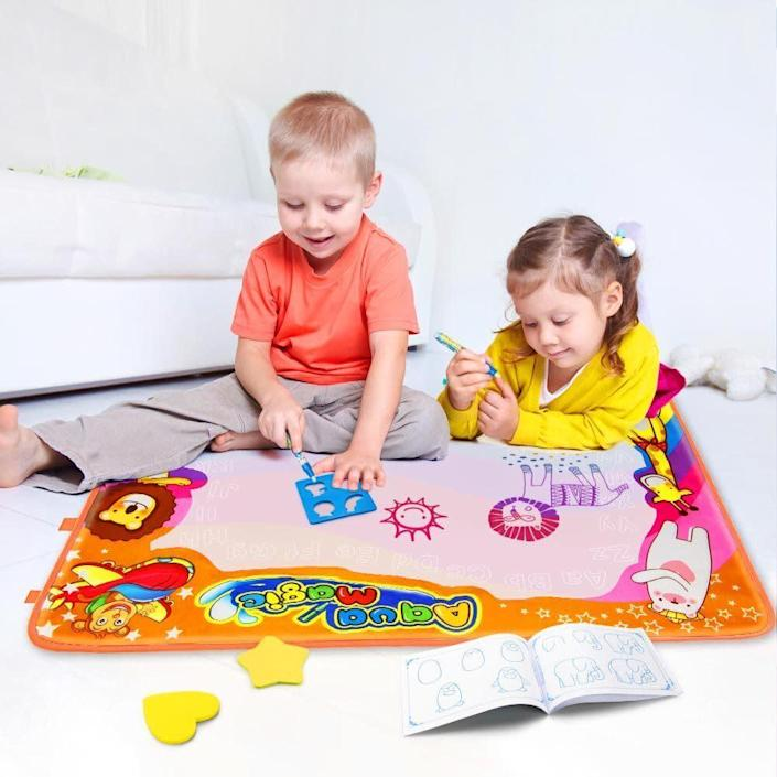 """Arts and crafts don&rsquo;t have to be messy. Get your kiddos <strong><a href=""""https://amzn.to/2QA43Fo"""" rel=""""nofollow noopener"""" target=""""_blank"""" data-ylk=""""slk:this water-activated drawing mat"""" class=""""link rapid-noclick-resp"""">this water-activated drawing mat</a></strong> to encourage their artistic side without all the mess. <strong><a href=""""https://amzn.to/2QA43Fo"""" rel=""""nofollow noopener"""" target=""""_blank"""" data-ylk=""""slk:Get it on Amazon"""" class=""""link rapid-noclick-resp"""">Get it on Amazon</a></strong>."""