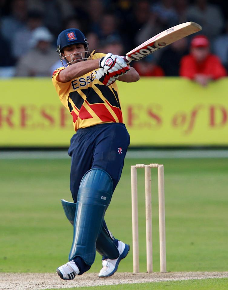CHELMSFORD, ENGLAND - JUNE 26:  Ravi Bopara of Essex plays a pull shot during the tour match between Essex and Australia at Ford County Ground on June 26, 2012 in Chelmsford, England.  (Photo by Jan Kruger/Getty Images)