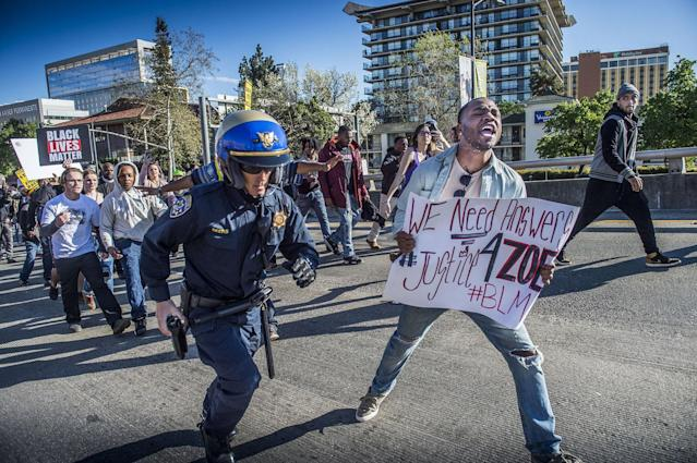 <p>A California Highway Patrol officer chases a participant of the Black Lives Matter march as the group marches on to Interstate 5 in Sacramento on Thursday, March 22, 2018. (Photo: Hector Amezcua/Sacramento Bee via ZUMA Wire) </p>