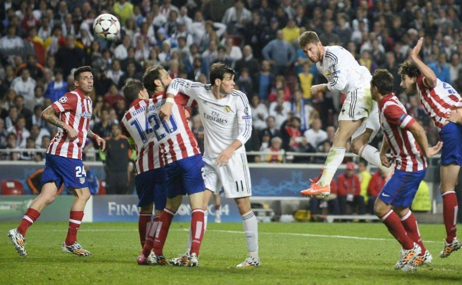 Real Madrid's defender Sergio Ramos (3rdR) scores during the UEFA Champions League Final Real Madrid vs Atletico de Madrid at Luz stadium in Lisbon, on May 24, 2014. AFP PHOTO/ MIGUEL RIOPA (Photo by MIGUEL RIOPA / AFP)
