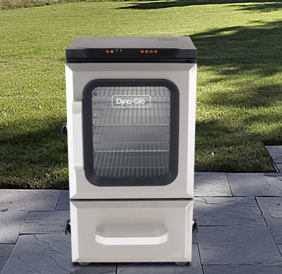Get that mouth-watering smoky flavor. (Photo: Wayfair)