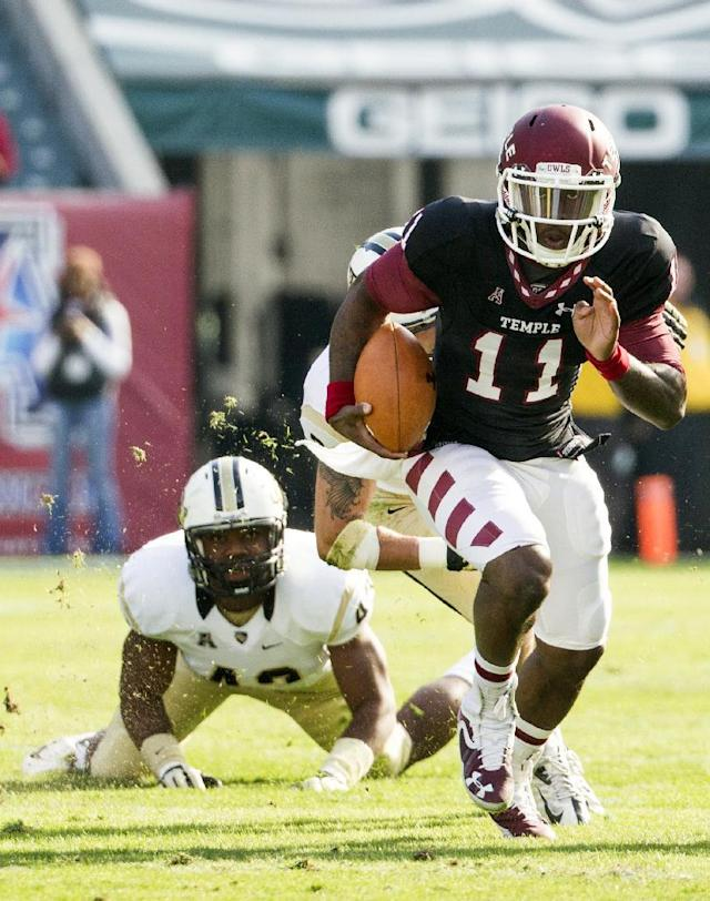 Temple Owls quarterback P.J. Walker (11) scrambles with the ball as Central Florida Knights linebacker Deondre Barnett (43) looks on during the first quarter of an NCAA NCAA football game, Saturday, Nov. 16, 2013, in Philadelphia. (AP Photo/Chris Szagola)