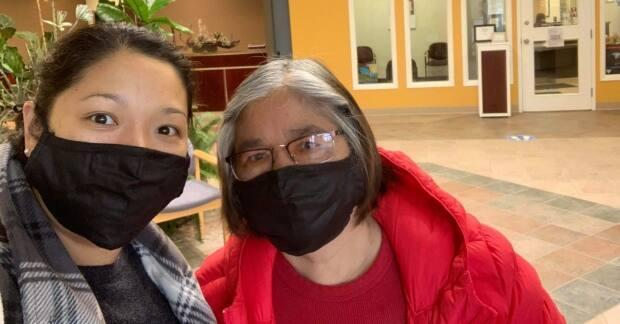 Raquel Carranza-Asi and her mother Narcisa smile in Saskatoon before she caught COVID-19.