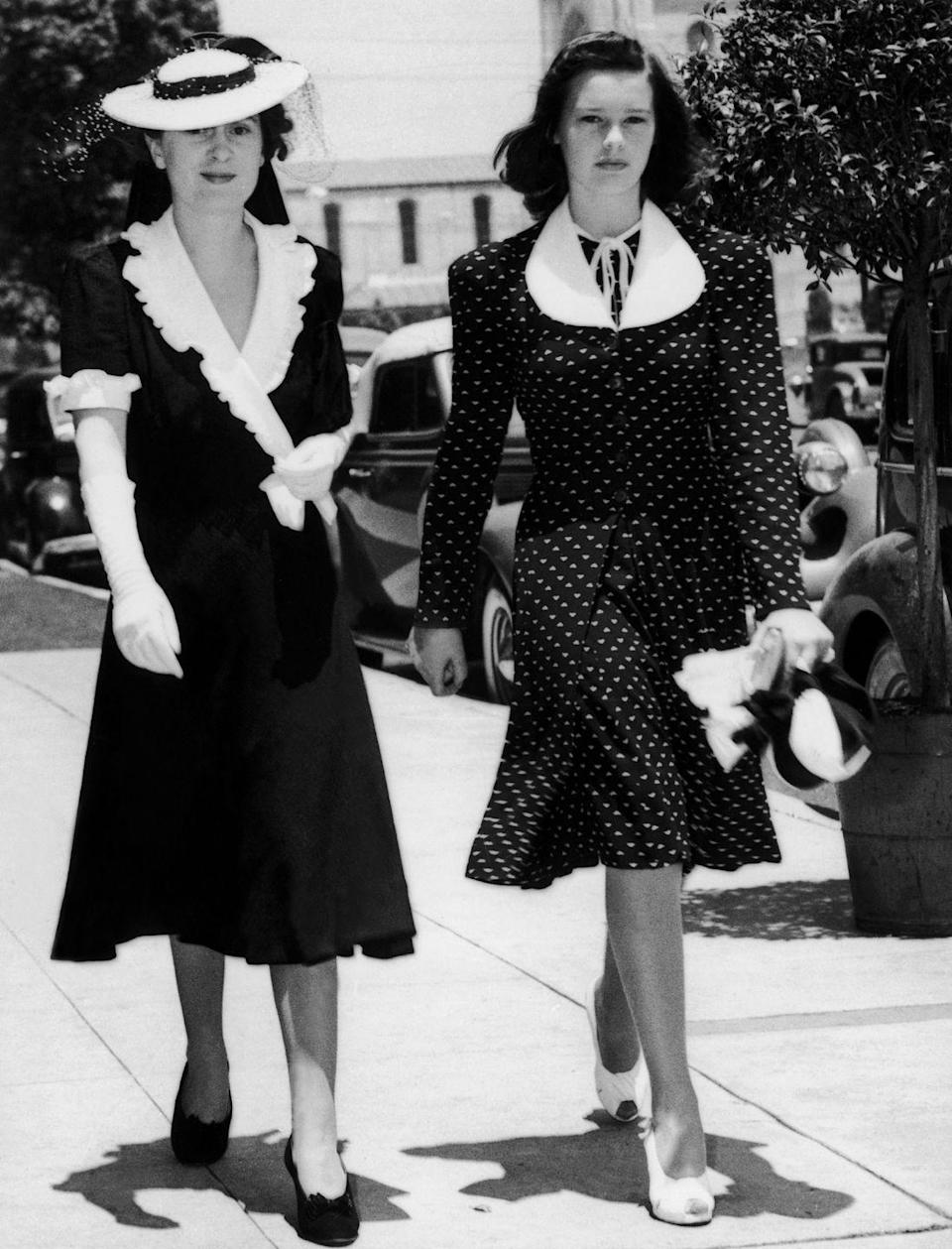 <p>Gloria and her mother take a walk in Los Angeles.</p>