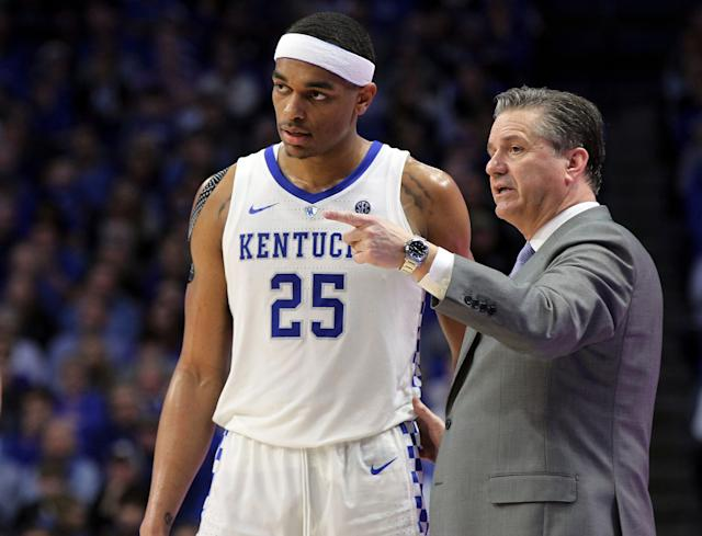 Kentucky head coach John Calipari, right, instructs PJ Washington (25) during the second half of an NCAA college basketball game against Florida in Lexington, Ky., Saturday, March 9, 2019. Kentucky won 66-57. (AP Photo/James Crisp)