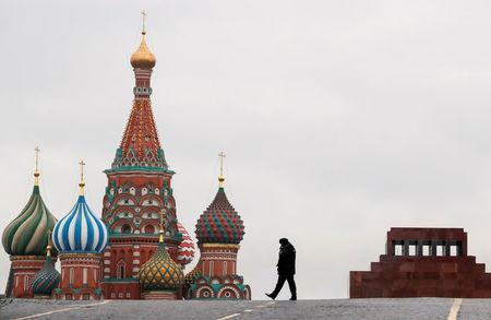 Russian lawmakers approve bill targeting foreign media