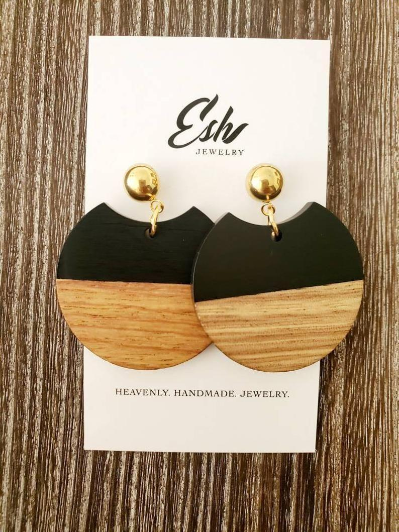 """<p><strong>EshJewelryCollection</strong></p><p>etsy.com</p><p><strong>$28.50</strong></p><p><a href=""""https://go.redirectingat.com?id=74968X1596630&url=https%3A%2F%2Fwww.etsy.com%2Flisting%2F843005044%2Fblack-round-geometic-earrings-wood&sref=https%3A%2F%2Fwww.cosmopolitan.com%2Fstyle-beauty%2Ffashion%2Fg34045448%2Fcapricorn-gift-guide%2F"""" rel=""""nofollow noopener"""" target=""""_blank"""" data-ylk=""""slk:Shop Now"""" class=""""link rapid-noclick-resp"""">Shop Now</a></p><p>These wood earrings have major earth sign vibes.</p>"""