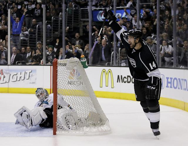 Los Angeles Kings right wing Justin Williams, right, celebrates his goal past San Jose Sharks goalie Antti Niemi during the second period in Game 4 of an NHL hockey first-round playoff series in Los Angeles, Thursday, April 24, 2014. (AP Photo/Chris Carlson)