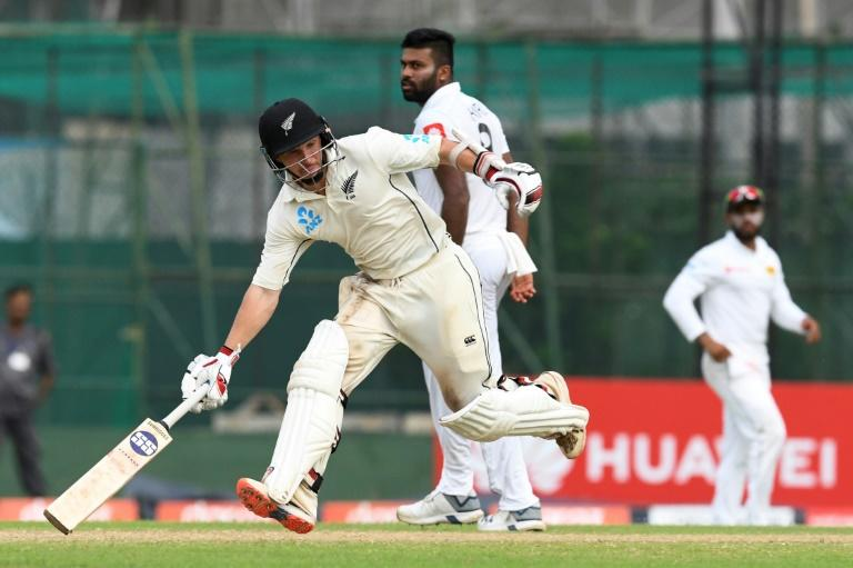 Contrasting half-centuries from B.J. Watling and Colin de Grandhomme helped New Zealand lead by 138 runs in their first innings against Sri Lanka on day four of the rain-hit second Test