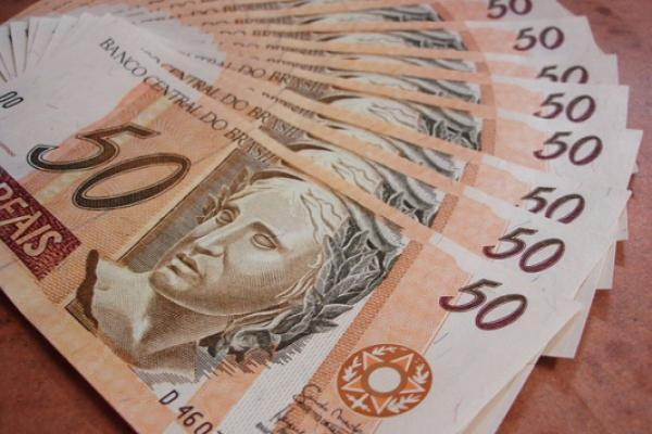 The Brazilian Real Fell About 1 68 Percent Below 4 Reais Per U S Dollar On Tuesday Setting A New Record For An All Time Low