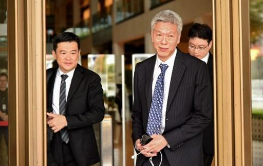 Lee Hsien Yang, younger brother of Singapore's prime minister Lee Hsien Loong, leaves the Supreme court on April 10, 2017. Lee Hsien Yang and Lee Wei Ling, the younger siblings of Singapore's current prime minister Lee Hsien Loong, have taken the government to court for control over oral history tapes recorded by their father. / AFP PHOTO / ROSLAN RAHMAN