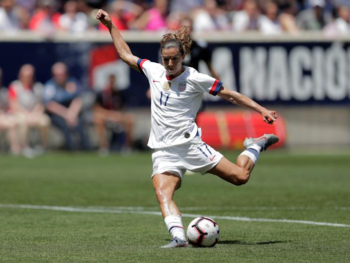 Tobin Heath lines up a shot.
