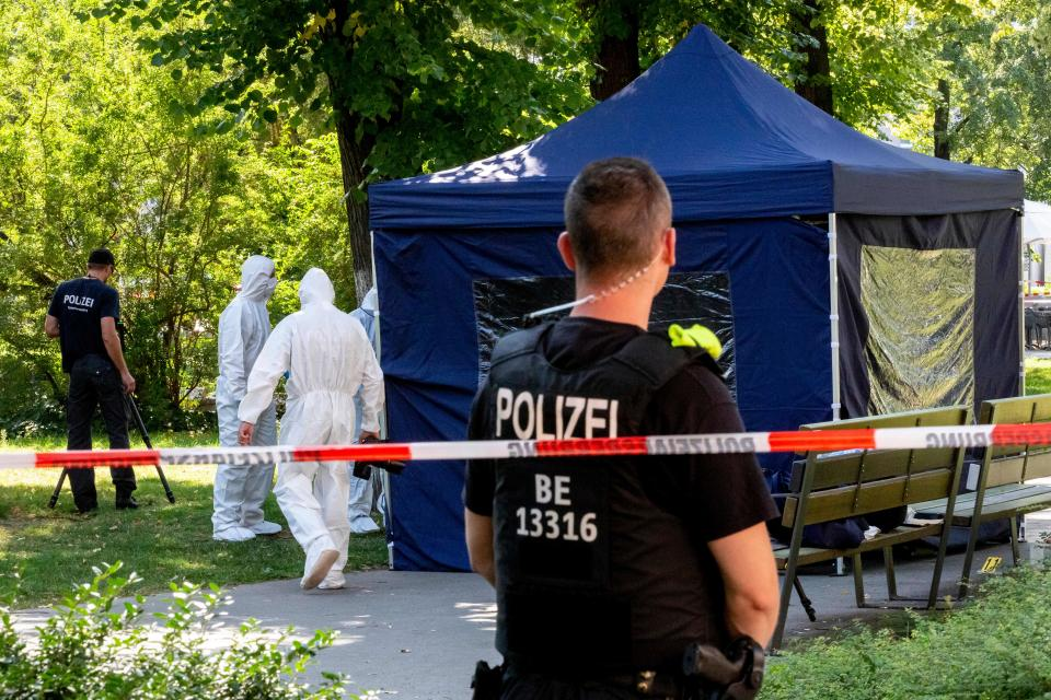 This photo taken on August 23, 2019 shows forensic experts of the police securing evidences at the site of a crime scene in a park of Berlin's Moabit district, where a man of Georgian origin was shot dead. - Russia said Thursday, December 12, 2019 it was expelling two German diplomats, in a tit-for-tat move after Berlin ejected two Russians over the killing of a former Chechen commander in a Berlin park. (Photo by Christoph Soeder / dpa / AFP) / Germany OUT (Photo by CHRISTOPH SOEDER/dpa/AFP via Getty Images)