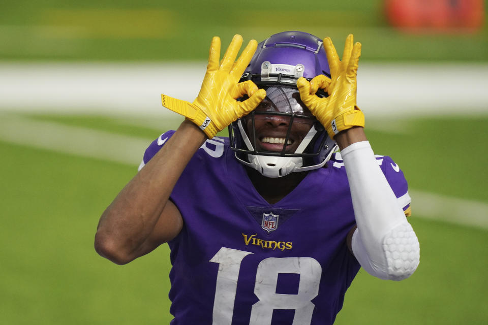 Justin Jefferson puts his hands in a circle over his eyes in celebration.