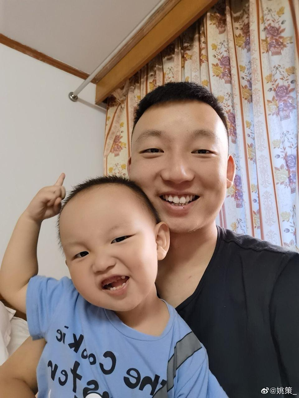 Yao with his son in Shanghai in June 2020. Photo: Weibo