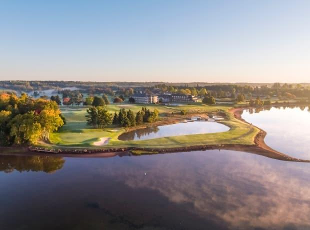 Anyone who was at a restaurant and clubhouse at the Links at Rodd Crowbush Golf and Beach Resort during certain times July 24-26 should watch for COVID-19 symptoms, says the Chief Public Health Office. (Tourism PEI/Evan Schiller - image credit)