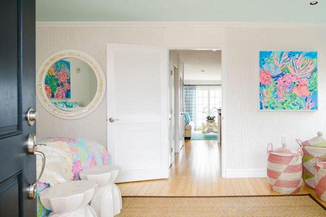 The Lilly Pulitzer-decorated suite at the Watch Hill Inn in Rhode Island. (Photo: Lilly Pulitzer)