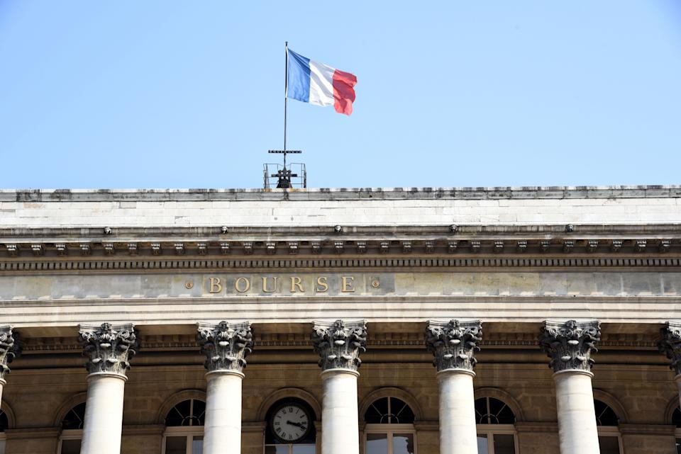 Paris (France): Palais Brongniart, Paris former Stock Exchange, with French tricolor flag. (Photo by: Apaydin A/Andia/Universal Images Group via Getty Images)