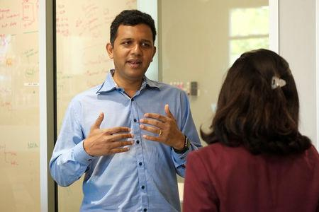 Guru Hariharan, the CEO of startup Boomerang Commerce, discusses business issues with president of finance Jaya Jaware at the company's headquarters in Mountain View, California, U.S. April 21, 2017.   REUTERS/Stephen Nellis