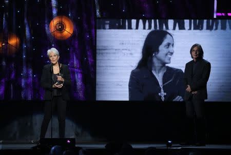 32nd Annual Rock & Roll Hall of Fame Induction Ceremony - Show – New York City, U.S., 07/04/2017 – Inductee Joan Baez with presenter Jackson Browne. REUTERS/Lucas Jackson