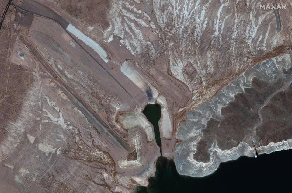 The Boulder Harbor launch ramp in Lake Mead has a sliver of water in 27 July 2021 (Satellite image ©2021 Maxar Technologies)