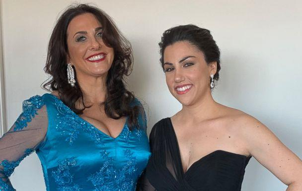PHOTO: Los Angeles teacher Melissa Berton and her daughter and 'Period. End of Sentence' executive producer Helen Yenser pose before departing for the Oscars. (Netflix)