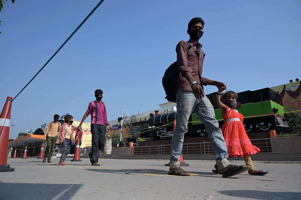 Prayagraj: Migrant workers stranded in Gujrat arrived from a special train during a government-imposed nationwide lockdown as a preventive measure against the COVID-19 coronavirus, in Prayagraj on May 6, 2020. (Photo: prabhat kumar verma via Getty Images)
