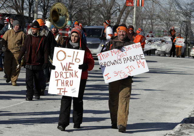 "<a class=""link rapid-noclick-resp"" href=""/nfl/teams/cle/"" data-ylk=""slk:Cleveland Browns"">Cleveland Browns</a> fans participate in the ""Perfect Season"" parade, celebrating the Browns becoming the second team in NFL history to go 0-16. (AP)"
