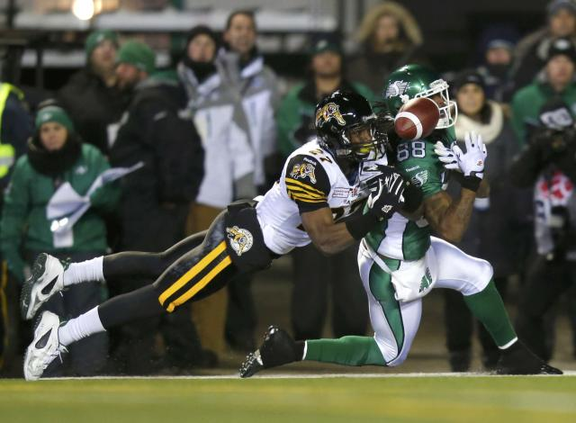 Hamilton Tiger-Cats Delvin Breaux (27) breaks up a pass intended for Saskatchewan Roughriders Taj Smith (88) during the first half of the CFL's 101st Grey Cup championship football game in Regina, Saskatchewan November 24, 2013. REUTERS/Todd Korol (CANADA - Tags: SPORT FOOTBALL)