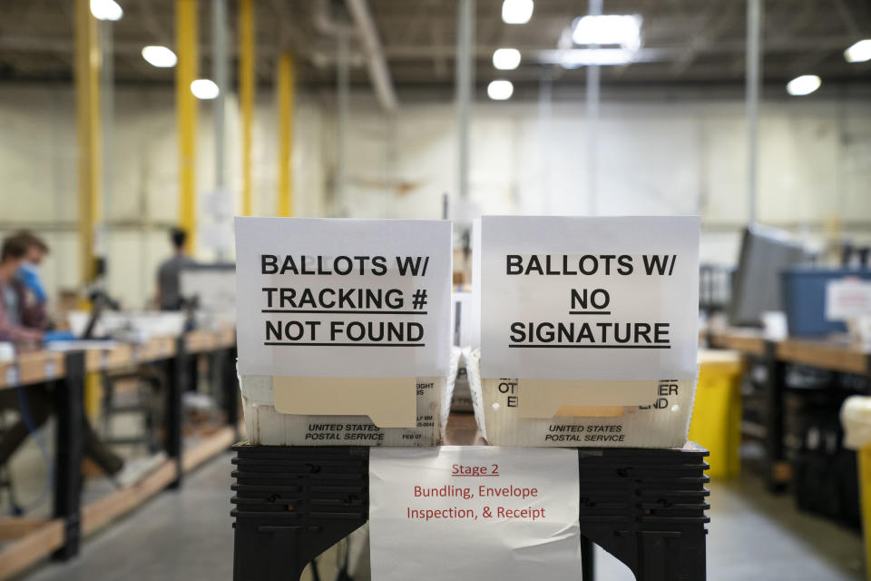 Signs regarding ballots with errors at the Anne Arundel County Board of Elections headquarters in Glen Burnie, Md. (Drew Angerer/Getty Images)