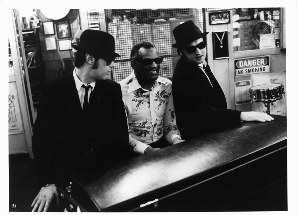 Dan Aykroyd listens as Ray Charles plays piano next to John Belushi in a scene from the film 'The Blues Brothers', 1980. (Photo by Universal Pictures/Getty Images)