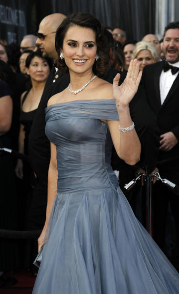 Penélope Cruz arrives before the 84th Academy Awards on Sunday, Feb. 26, 2012, in the Hollywood section of Los Angeles. (AP Photo/Matt Sayles)
