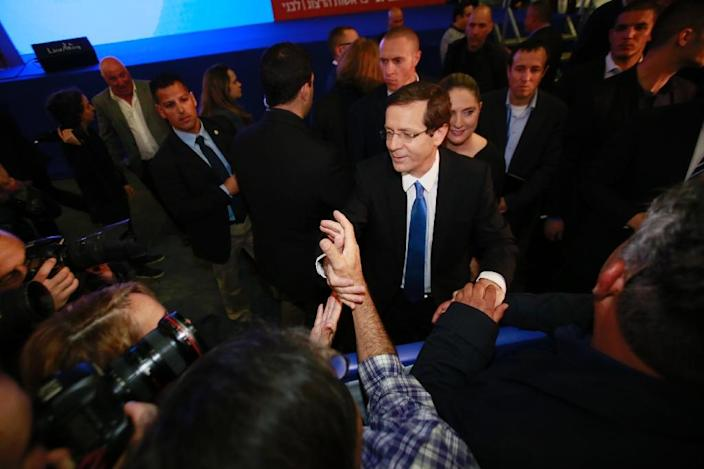 Co-leader of the Zionist Union party, Israeli Labour Party leader Isaac Herzog (C), shakes hands with supporters as he reacts to exit poll figures in Israel's parliamentary elections late on March 17, 2015 in the city of Tel Aviv (AFP Photo/Gali Tibbon)