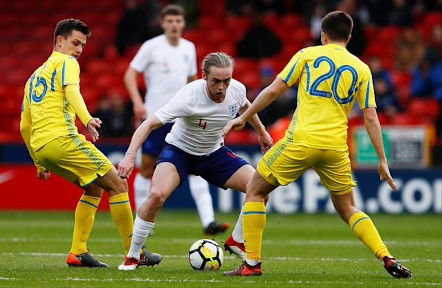 Soccer Football - European Under 21 Championship Qualifier - England vs Ukraine - Bramall Lane, Sheffield, Britain - March 27, 2018 England's Tom Davies in action with Ukraine's Volodymyr Shepeliev and Oleksandr Pikhalonok Action Images via Reuters/Jason Cairnduff
