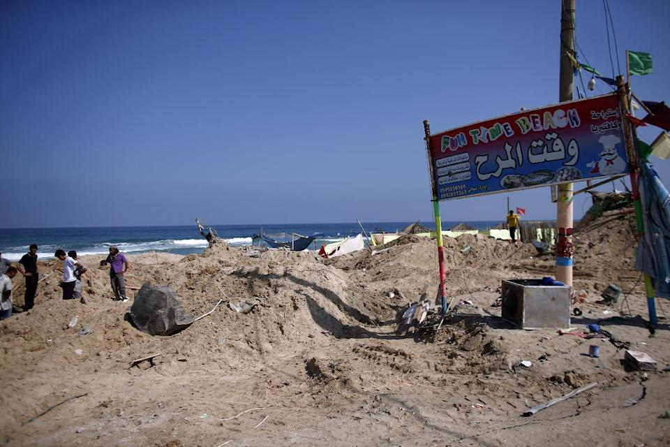 Palestinians search for bodies in the southern Gaza Strip on July 10, 2014 at a beach cafe hit the previous night by an Israeli air strike while people were watching the World Cup (AFP Photo/Thomas Coex)