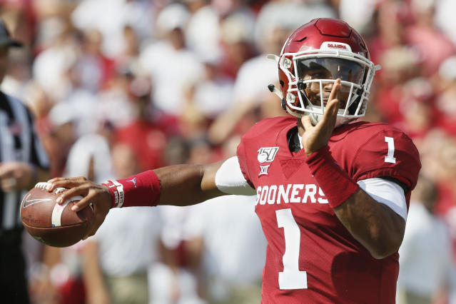 """Oklahoma quarterback <a class=""""link rapid-noclick-resp"""" href=""""/ncaaf/players/264323/"""" data-ylk=""""slk:Jalen Hurts"""">Jalen Hurts</a> has thrown just 19 incompletions in four games in 2019. (AP Photo/Sue Ogrocki)"""