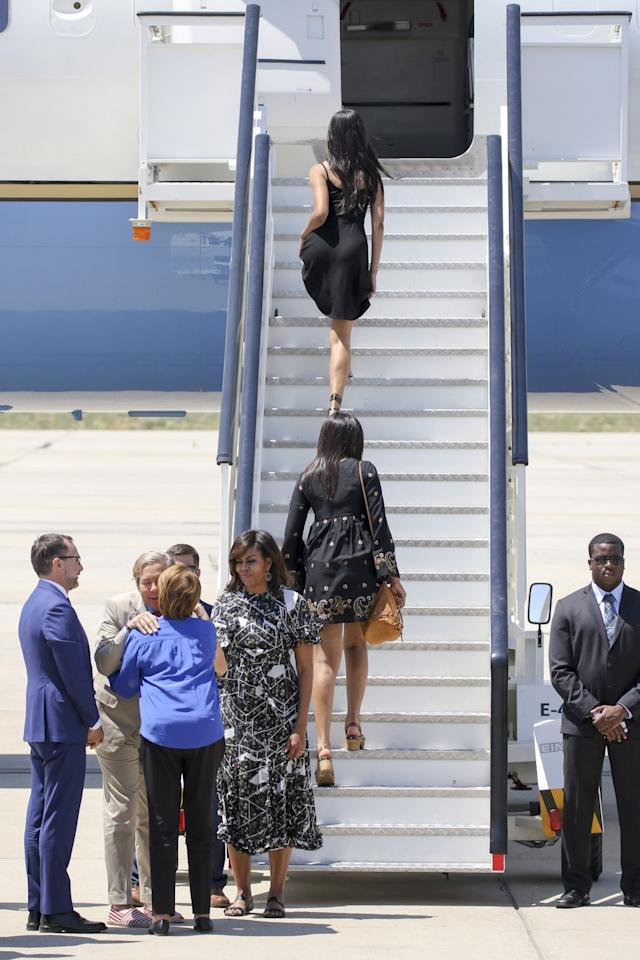 <p>First Lady Michelle Obama (3R), her daughters Malia Obama (R) and Sasha Obama (2L) and her mother Marian Robinson (2L) board an official plane prior to her departure from Torrejon Air Force Base on July 1, 2016 in Madrid, Spain. (Europa Press/Europa Press via Getty Images) </p>