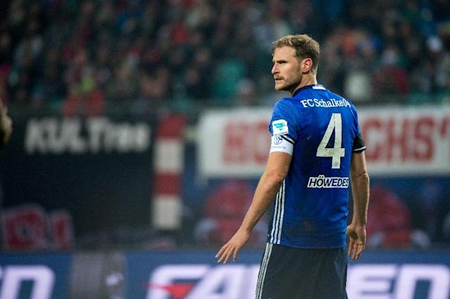 Schalke's defender Benedikt Hoewedes has delayed an operation to see out the rest of the season with the Royal Blues (AFP Photo/JENS SCHLUTER)