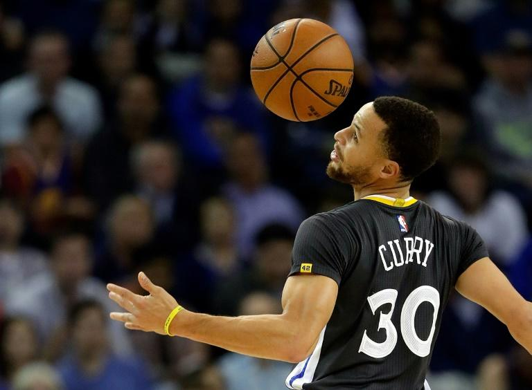 Stephen Curry scored 29 points as the Golden State Warriors fought back from a 22-point deficit to land a psychological blow against the San Antonio Spurs, 110-98, at AT&T Center in San Antonio, Texas, on March 29, 2017