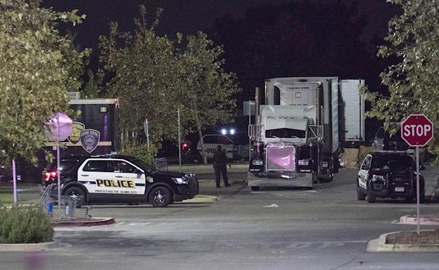 <p>Officials investigate a truck that was found to contain 38 suspected illegal immigrants in San Antonio, Texas, July 23, 2017. (Photo Darren Abate/EPA) </p>