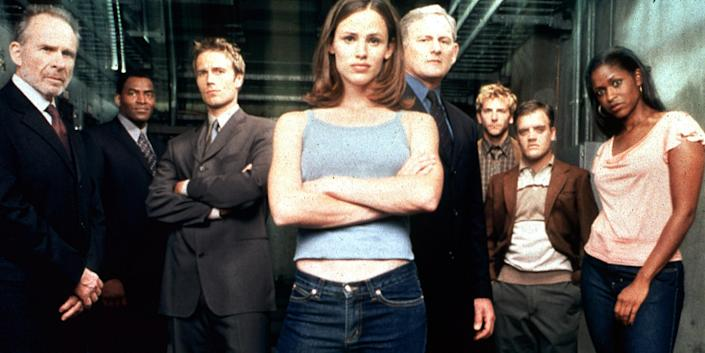 Film Still / Publicity Still from Alias Jennifer Garner and cast 2001 File Reference # 308471486THA  For Editorial Use Only -  All Rights Reserved (Alamy Stock Photo)
