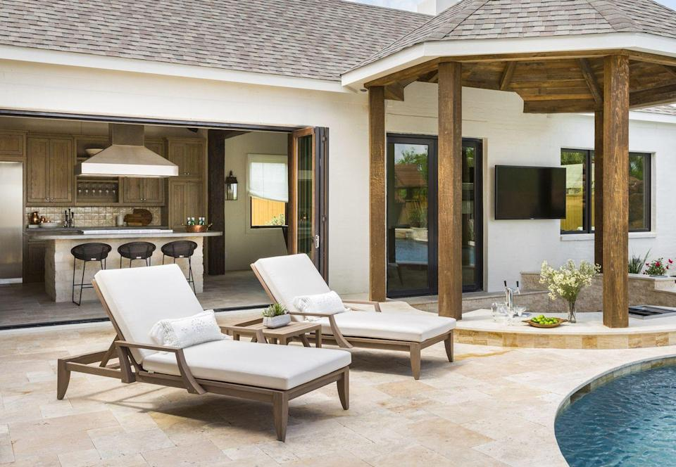 <p>Flanigan designed this space for a family of five who loves to entertain and spend as much of their free time poolside as they can. It has a sunken bar, full kitchen, hibachi grill, <em>and</em> a crawfish station.</p><p>Not only is this space beautiful, it's sturdy enough to hold up to large crowds and small children, thanks to concrete counters and natural wood cabinetry. </p>