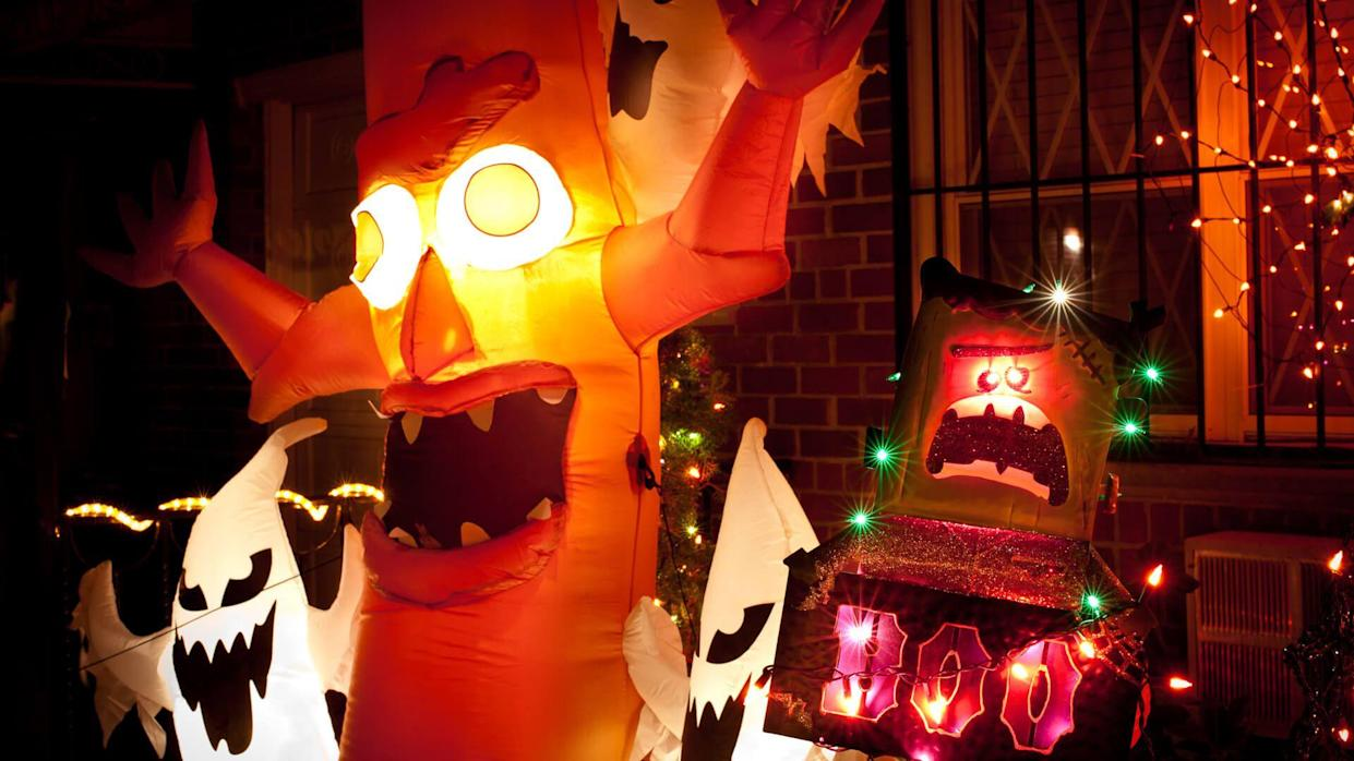 halloween decorations in front of house