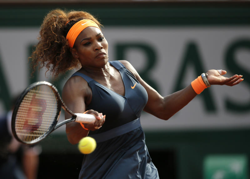 Serena Williams, of the U.S, returns the ball to Italy's Sara Errani during their semifinal match of the French Open tennis tournament at the Roland Garros stadium Thursday, June 6, 2013 in Paris. (AP Photo/Petr David Josek)