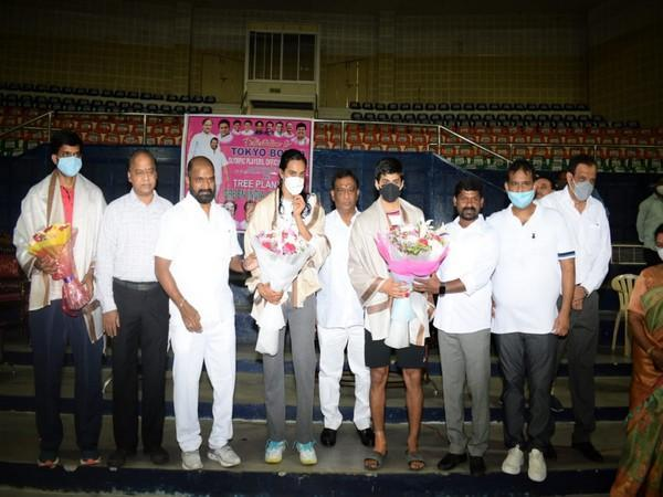 Tokyo-bound shuttlers being felicitated (Photo: Twitter/Khelo India)