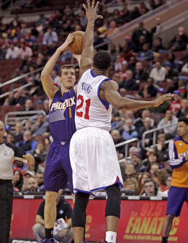 Phoenix Suns' Goran Dragic (1) goes up for a shot as Philadelphia 76ers' Thaddeus Young (21) defends in the first half of an NBA basketball game, Monday, Jan. 27, 2014 in Philadelphia. (AP Photo/H. Rumph Jr.)