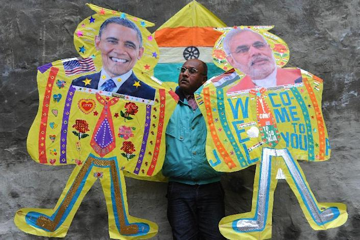 An Indian kitemaker poses with kites adorned with images of US President Barack Obama (L) and Indian Prime Minister Narendra Modi (R) in Amritsar on January 21, 2015 (AFP Photo/Narinder Nanu)