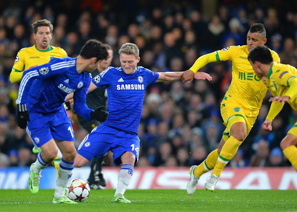 Chelsea's Andre Schurrle (C) scores his team's second goal during their UEFA Champions League group G match against Sporting Lisbon at Stamford Bridge on December 10, 2014 (AFP Photo/Glyn Kirk)